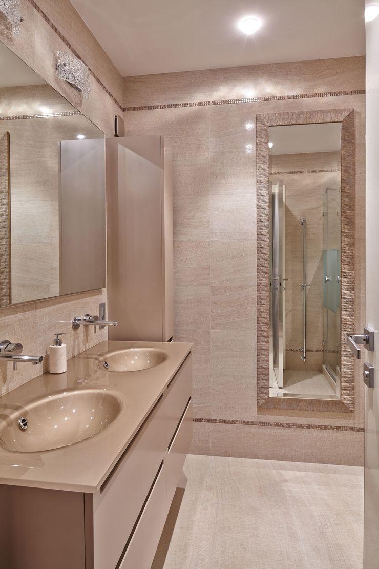 D&A INTERIORS Casas de banho modernas