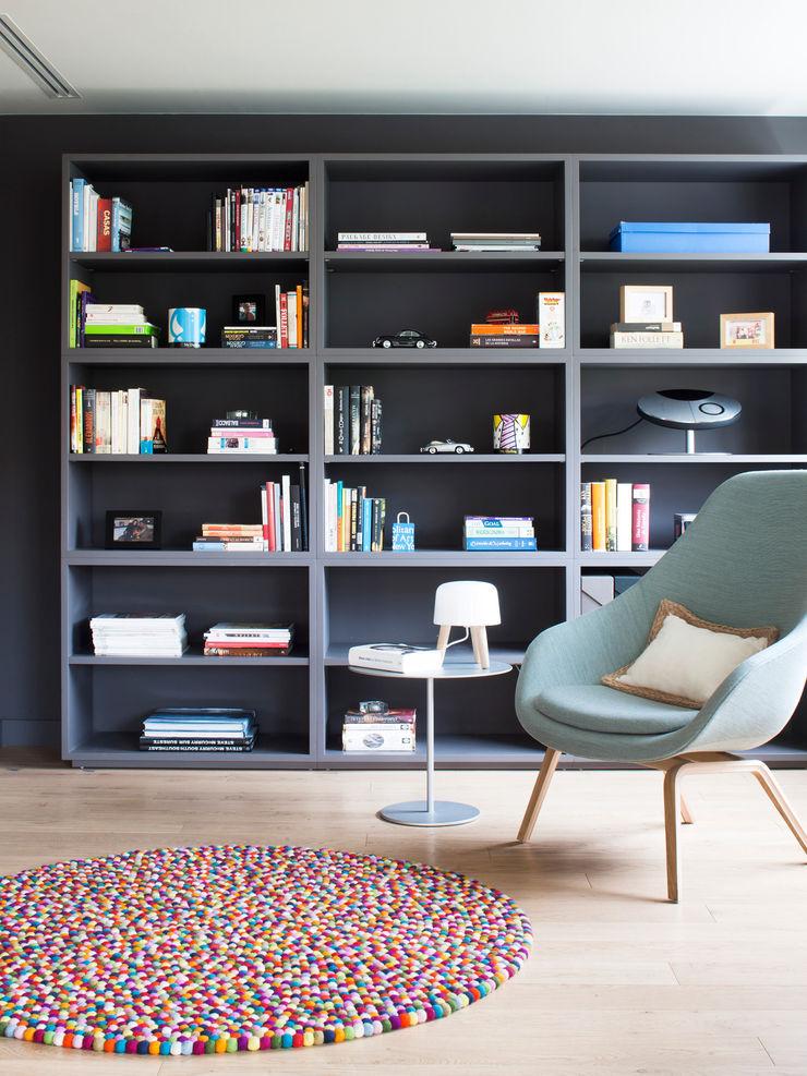 Zona de estudio A! Emotional living & work Estudios y despachos de estilo minimalista