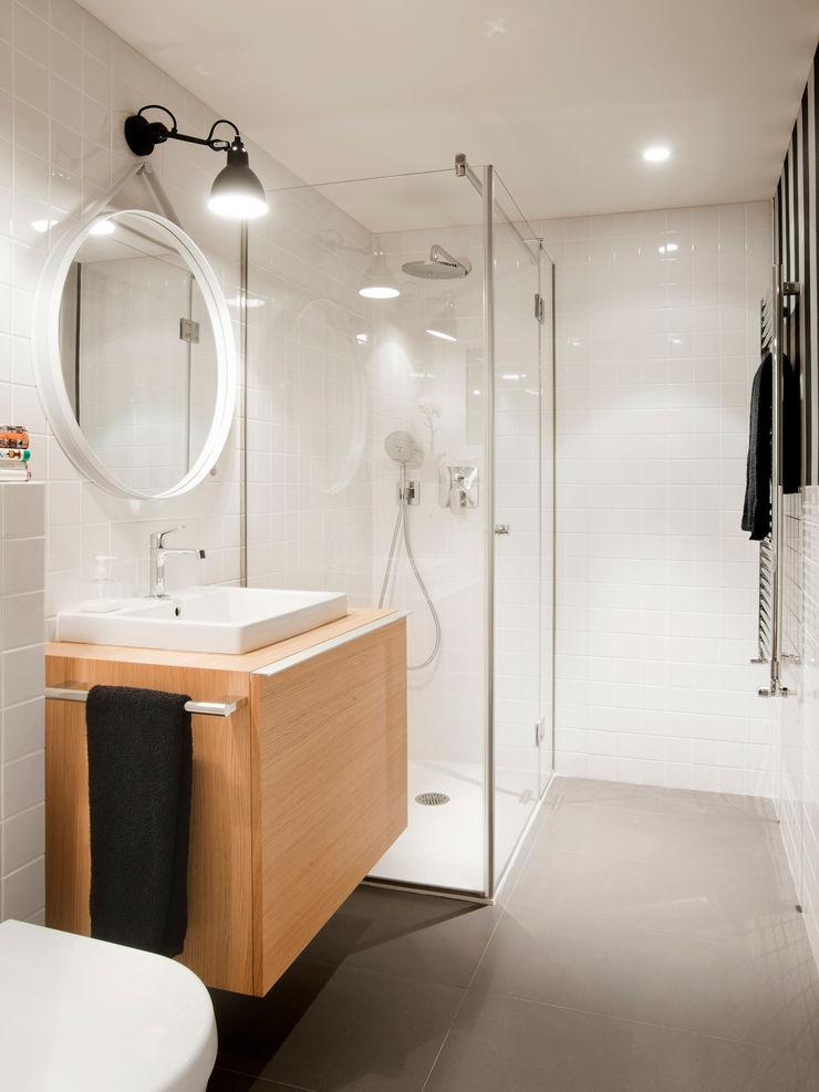Cuarto de baño - cortesía A! Emotional living & work Baños de estilo minimalista