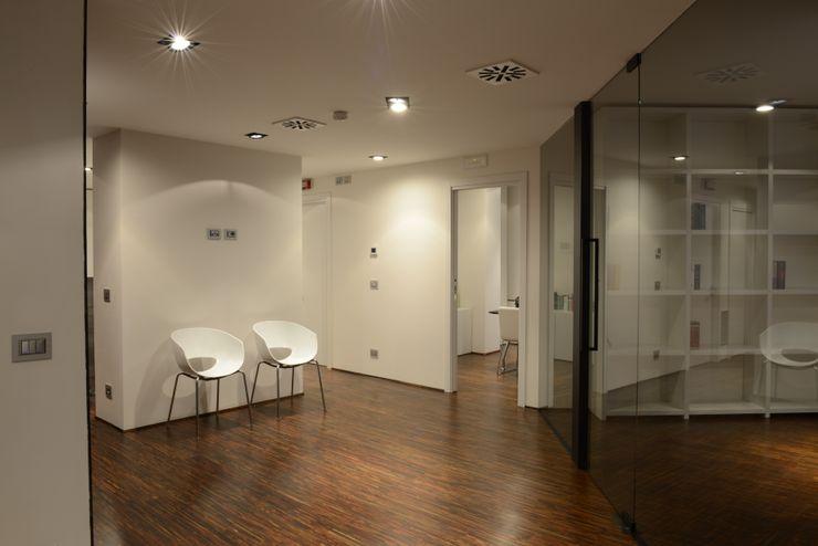 """STUDIO LEGALE """"NATURE"""" MATTEONOFRINTERIORDESIGNER Studio minimalista"""