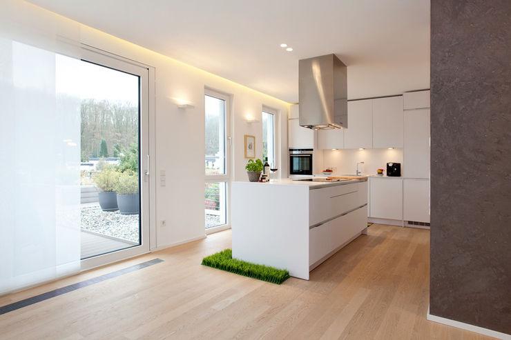 offene Küche pur.buero architektur für innen Moderne Küchen