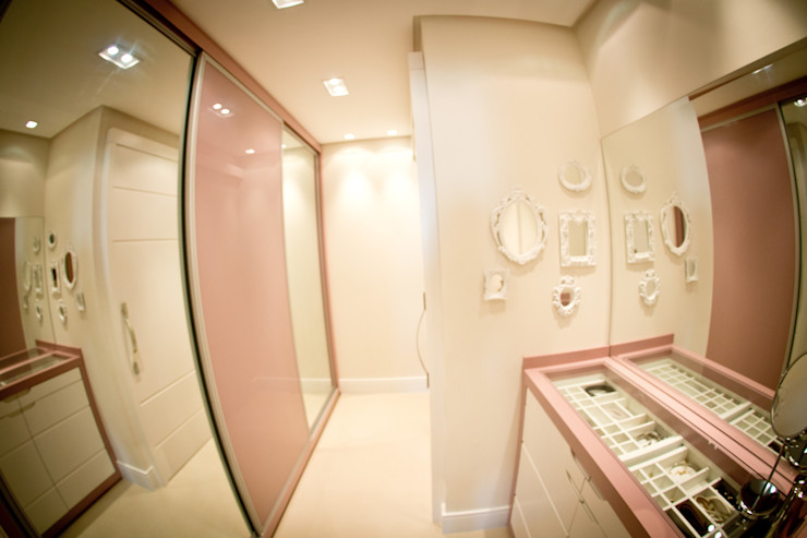 INOVA Arquitetura Eclectic style dressing rooms