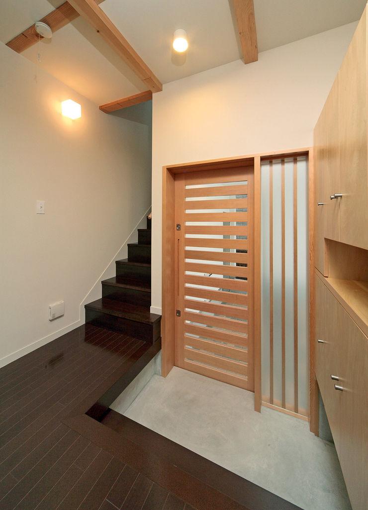 玄関 田崎設計室 モダンな 窓&ドア