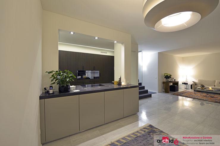 Ristrutturazione abitazione a Gordola (Svizzera - Canton Ticino) Archidé SA interior design Cucina moderna