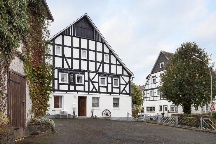 Umbau eines 200 Jahre alten Fachwerkhauses in eine Gruppen- und Seminarhaus Bleibe Moderne Hotels