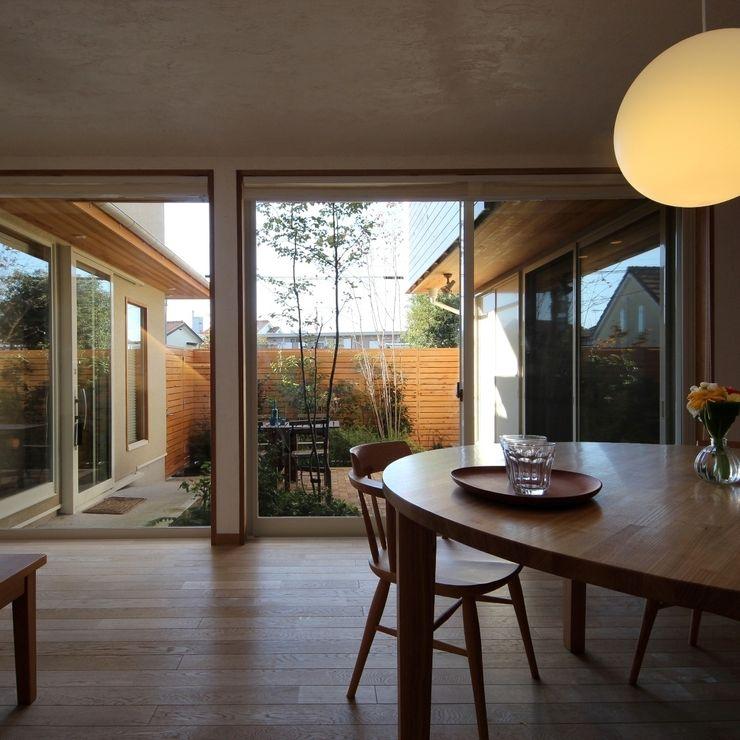 新井アトリエ一級建築士事務所 Salas de jantar modernas