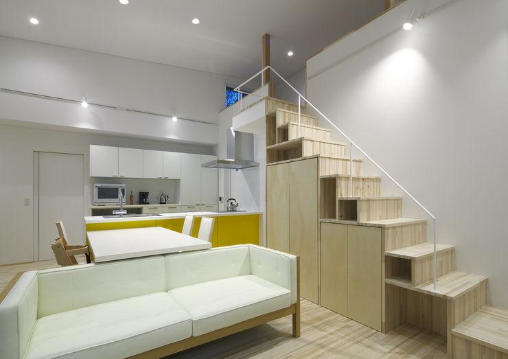 那波建築設計 NABA architects Salones de estilo moderno