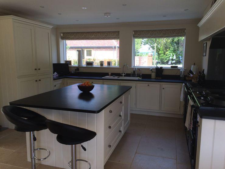 Rushmore Farm, Upton Studio Four Architects Modern kitchen