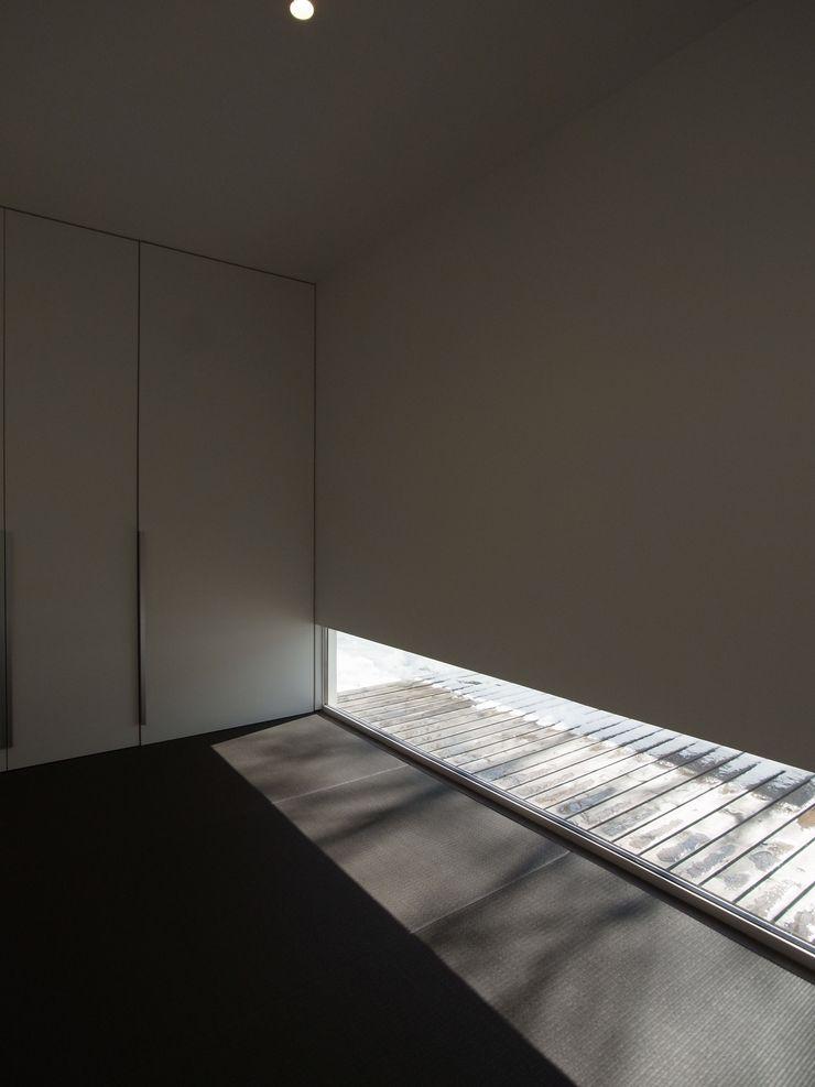 株式会社コウド一級建築士事務所 Cuartos de estilo moderno