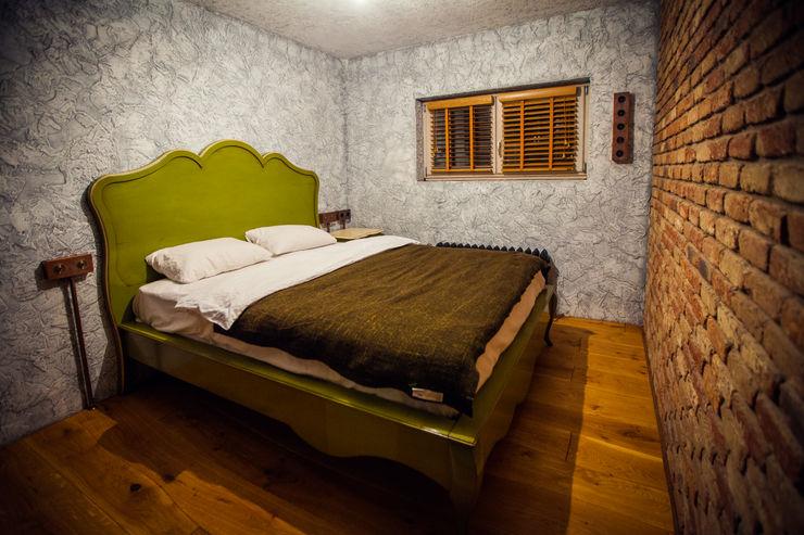 Дом в Пушкино Роял Вуд Спальня в рустикальном стиле