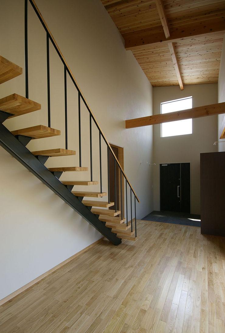 一級建築士事務所アールタイプ Corredores, halls e escadas modernos