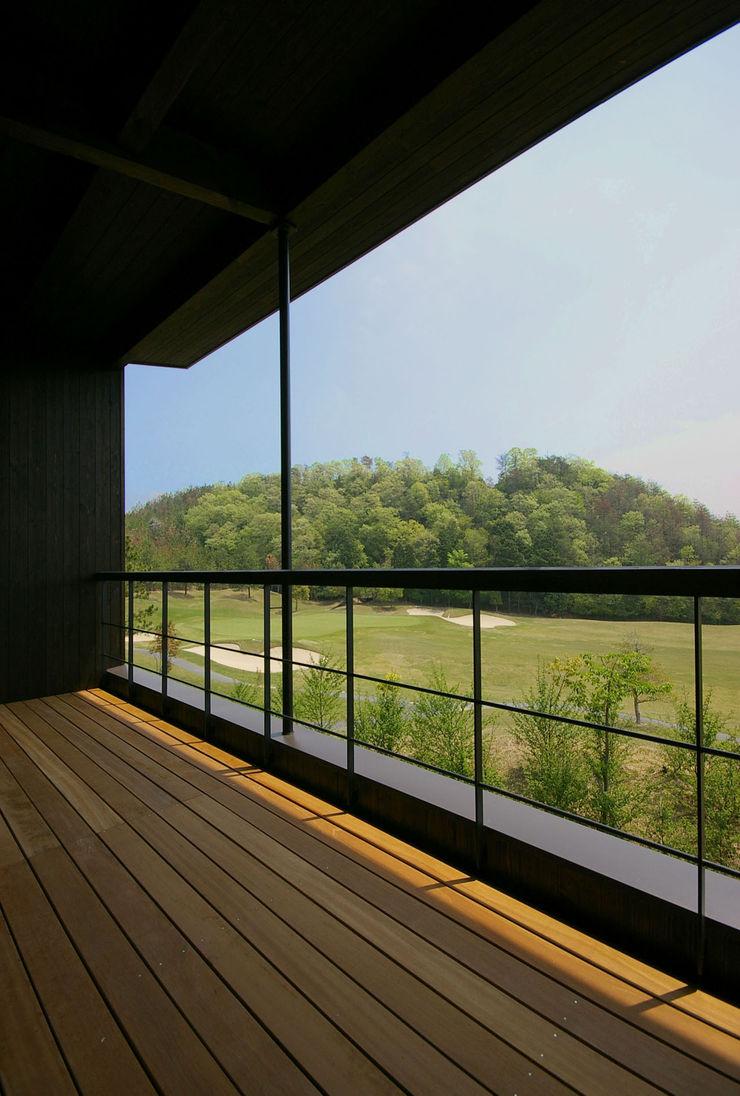 一級建築士事務所アールタイプ Varandas, alpendres e terraços modernos