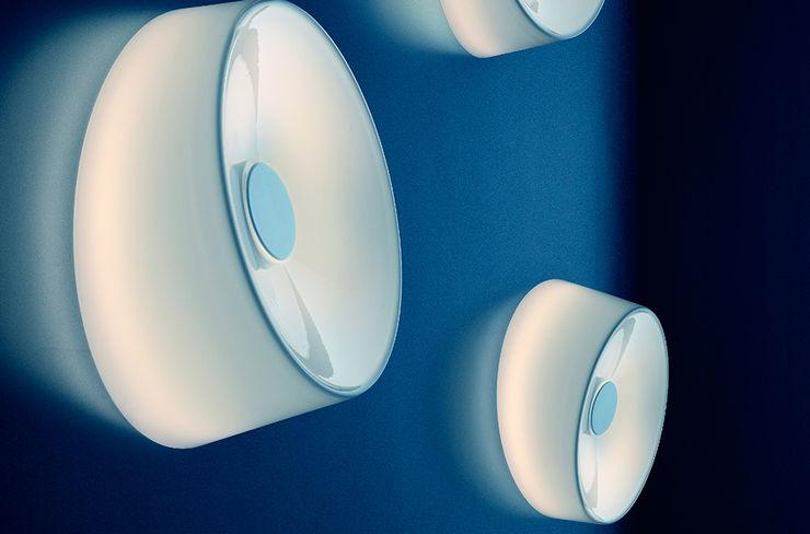 Lámpara Lumiere XXL + XXS pared / techo de Foscarini homify SalonesIluminación