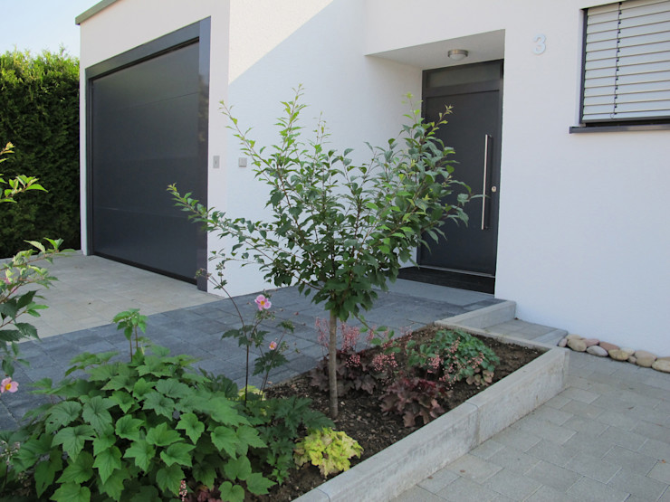 bohnarchitektur Puertas y ventanas de estilo moderno