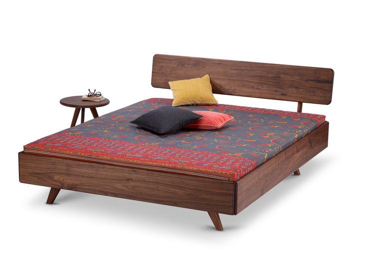 Holzmanufaktur Stuttgart 臥室床與床頭櫃 實木