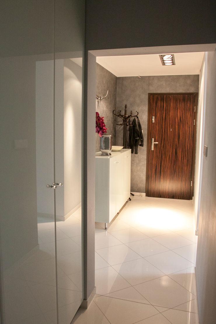 A&A Studio Wnętrz Pasillos, vestíbulos y escaleras de estilo moderno
