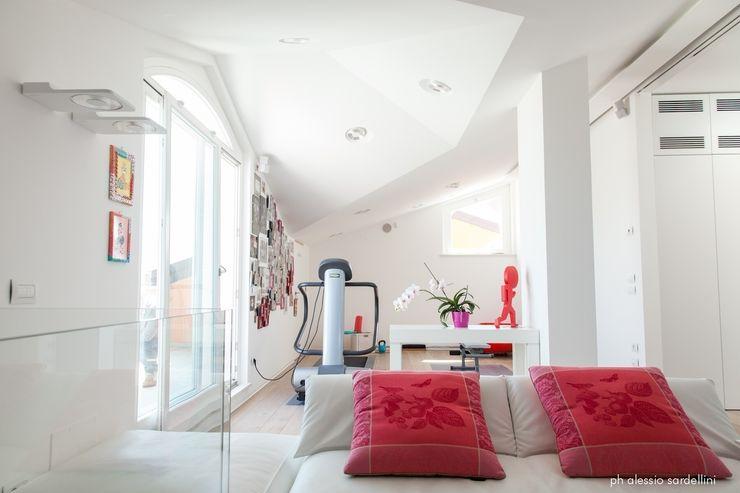 House 090 COOLSTOODIO Palestra in stile minimalista