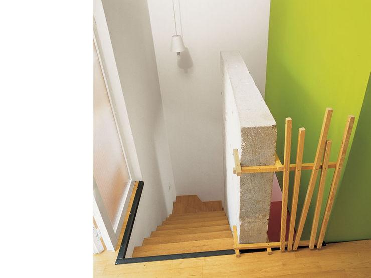 atelier julien blanchard architecte dplg Modern corridor, hallway & stairs