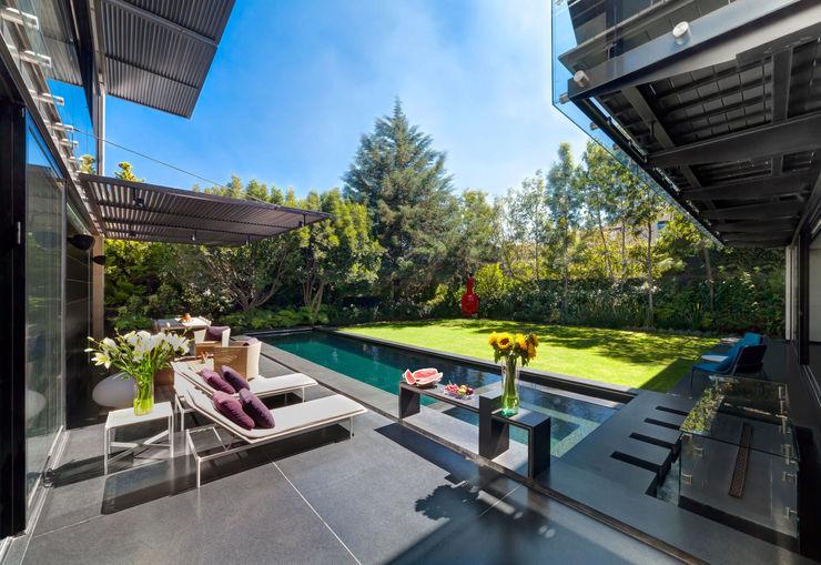 Casa Dalias grupoarquitectura Balcones y terrazas de estilo minimalista