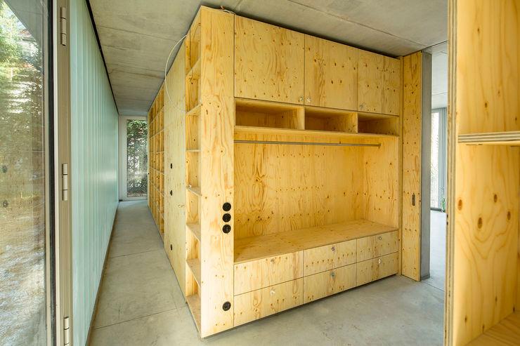Bertram Bölkow Fotodesign Modern corridor, hallway & stairs