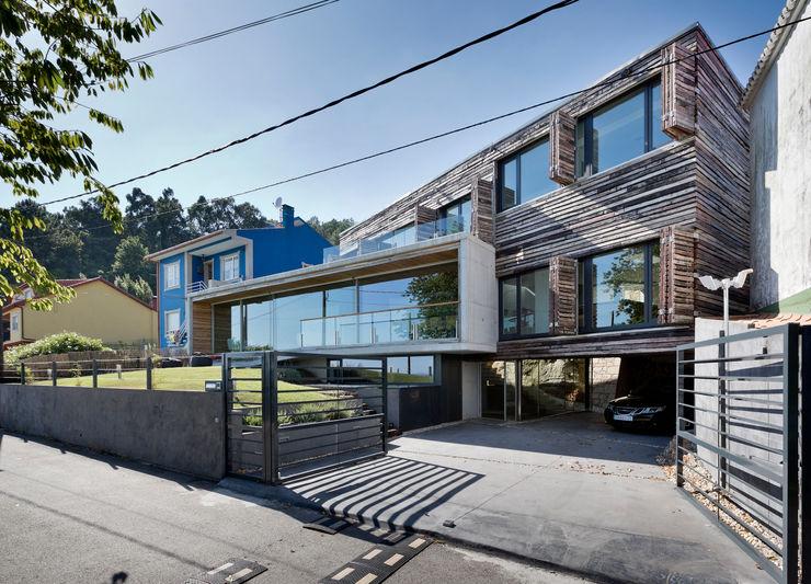 dezanove house designed by iñaki leite - opened shutters Inaki Leite Design Ltd. Nowoczesne domy