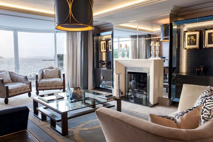 Luxurious family living homify Ruang Keluarga Modern