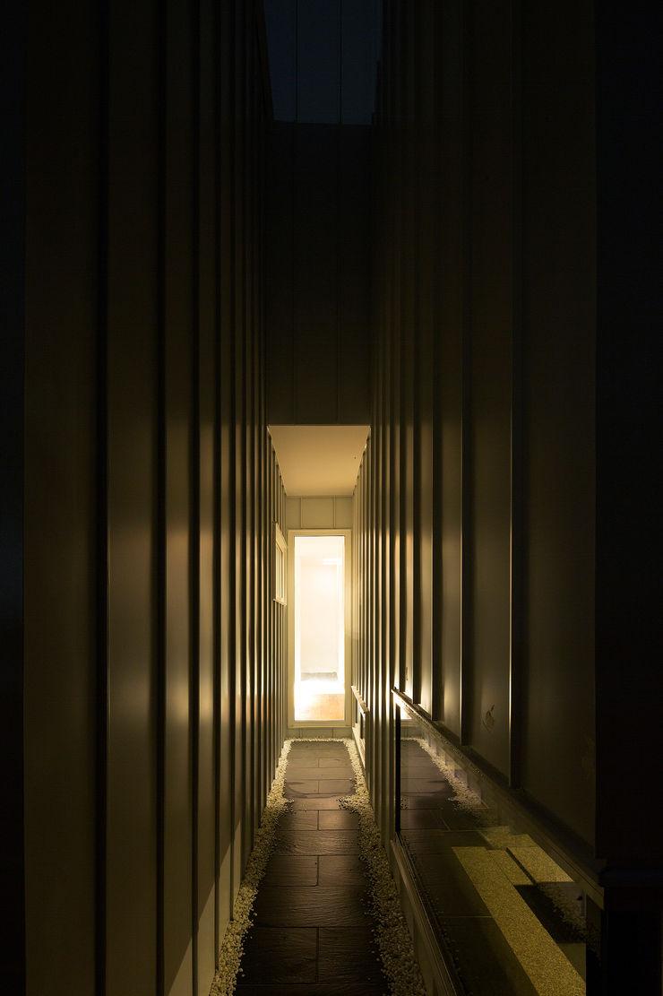 コート2 一級建築士事務所 Atelier Casa モダンスタイルの 玄関&廊下&階段