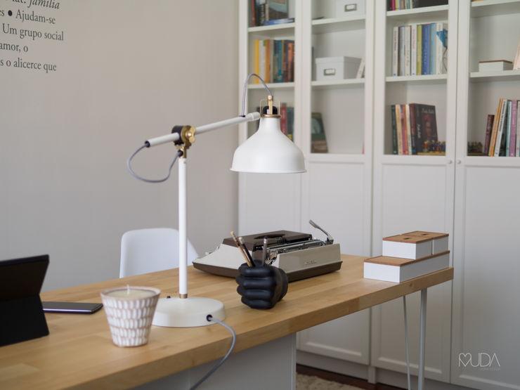 MUDA Home Design Oficinas de estilo escandinavo