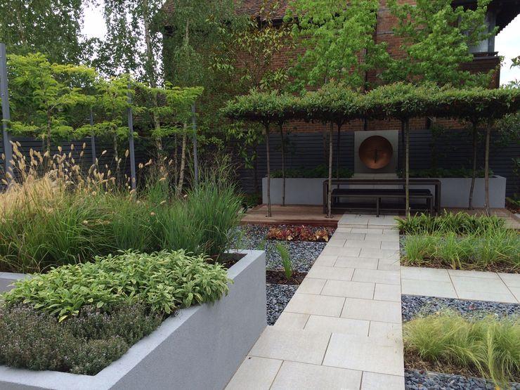 Tiled Path Borrowed Space Jardines modernos