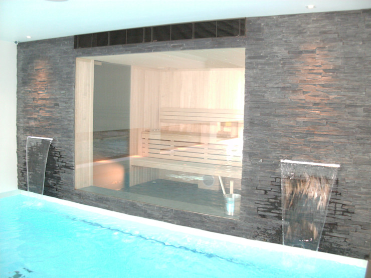 Indoor pool with waterfall features, sauna and stainless steel spa Tanby Pools Piscine moderne