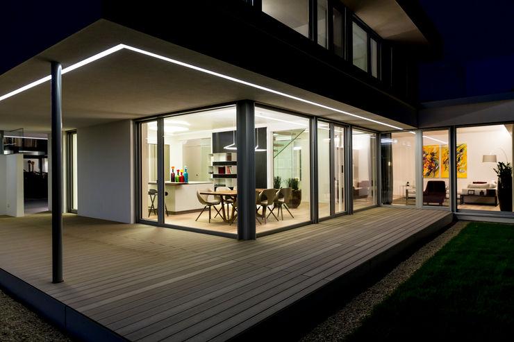 ARKITURA GmbH Балкон и терраса в стиле модерн
