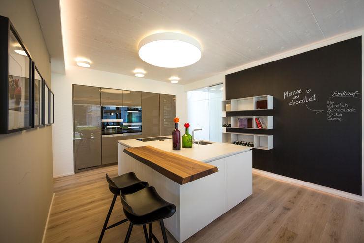 ARKITURA GmbH Кухня в стиле модерн