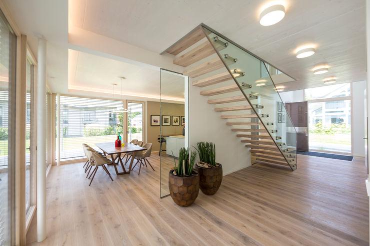 ARKITURA GmbH Коридор, прихожая и лестница в модерн стиле