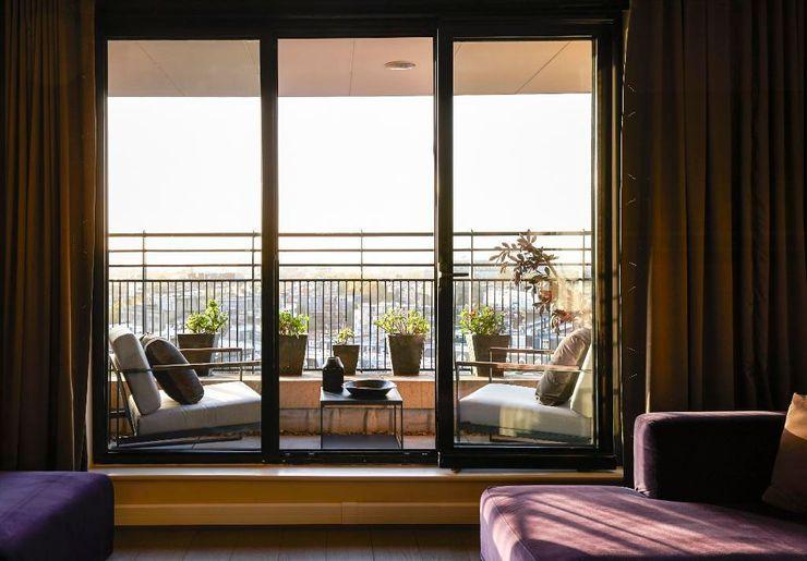 Point West Keir Townsend Ltd. Classic style balcony, veranda & terrace