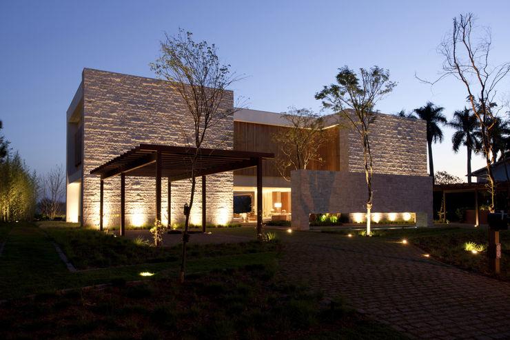 Residência Quinta da Baronesa Débora Aguiar Casas modernas