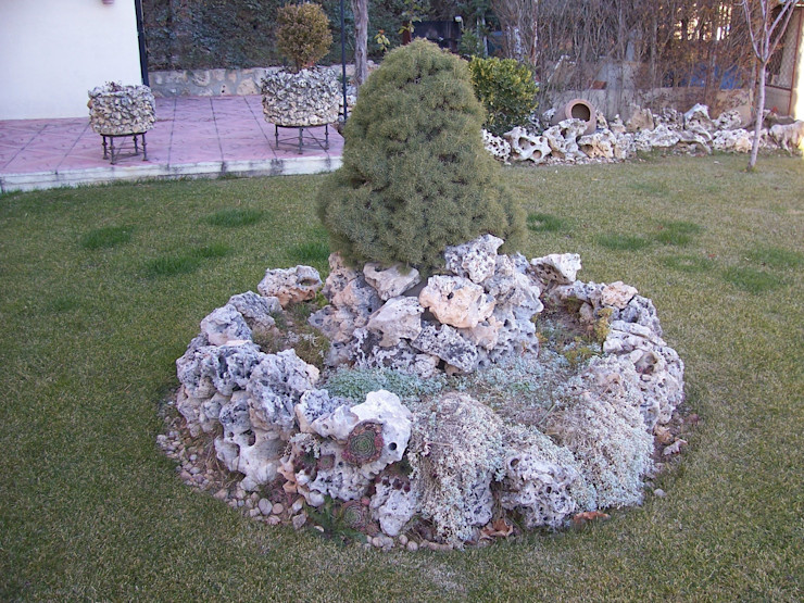 Rocalla Rustic style garden