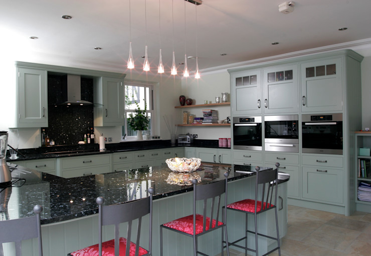 Hand painted traditional kitchen in Hertfordshire John Ladbury and Company Classic style kitchen