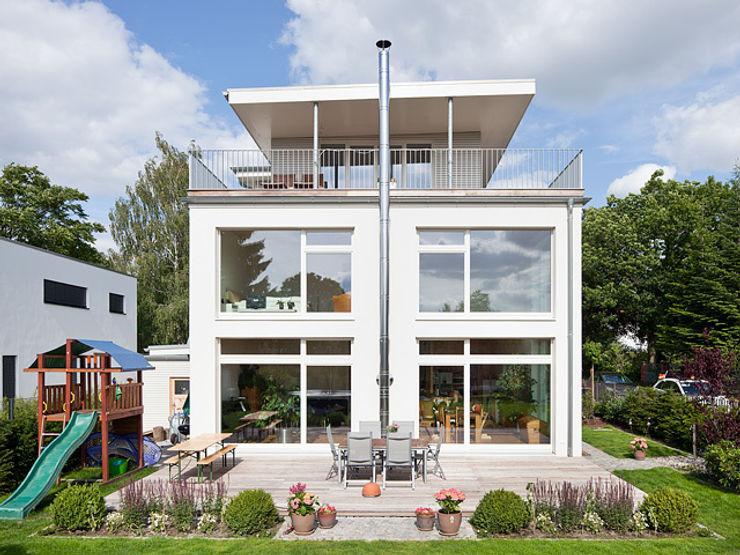 Müllers Büro Balcones y terrazas modernos