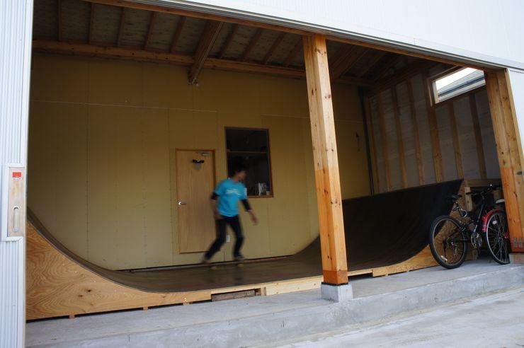 The House for ride the wave. tai_tai STUDIO Тренажерный зал в эклектичном стиле