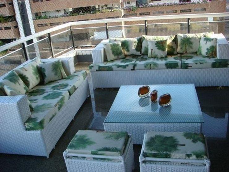 Varanda Design Tropical style balcony, porch & terrace