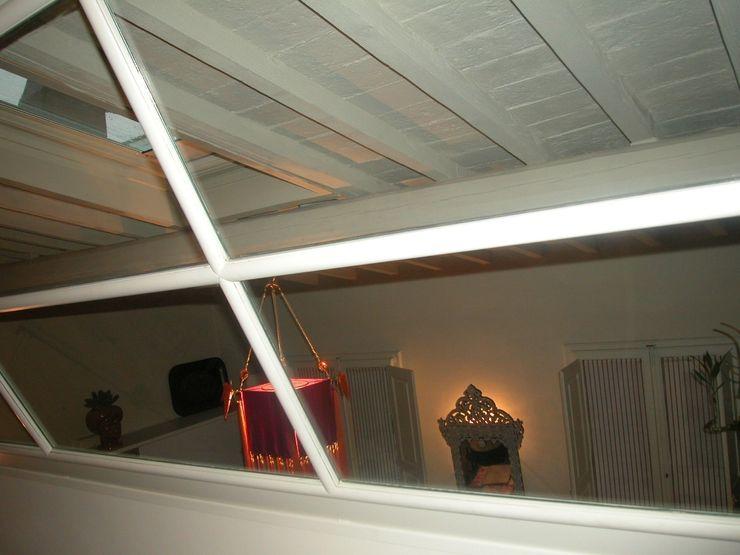 Vetrata inclinata Studio Mazzei Architetti Finestre & Porte in stile moderno