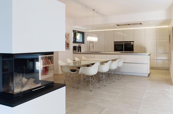 Küche und Eßbereich Gritzmann Architekten Minimalistische Esszimmer