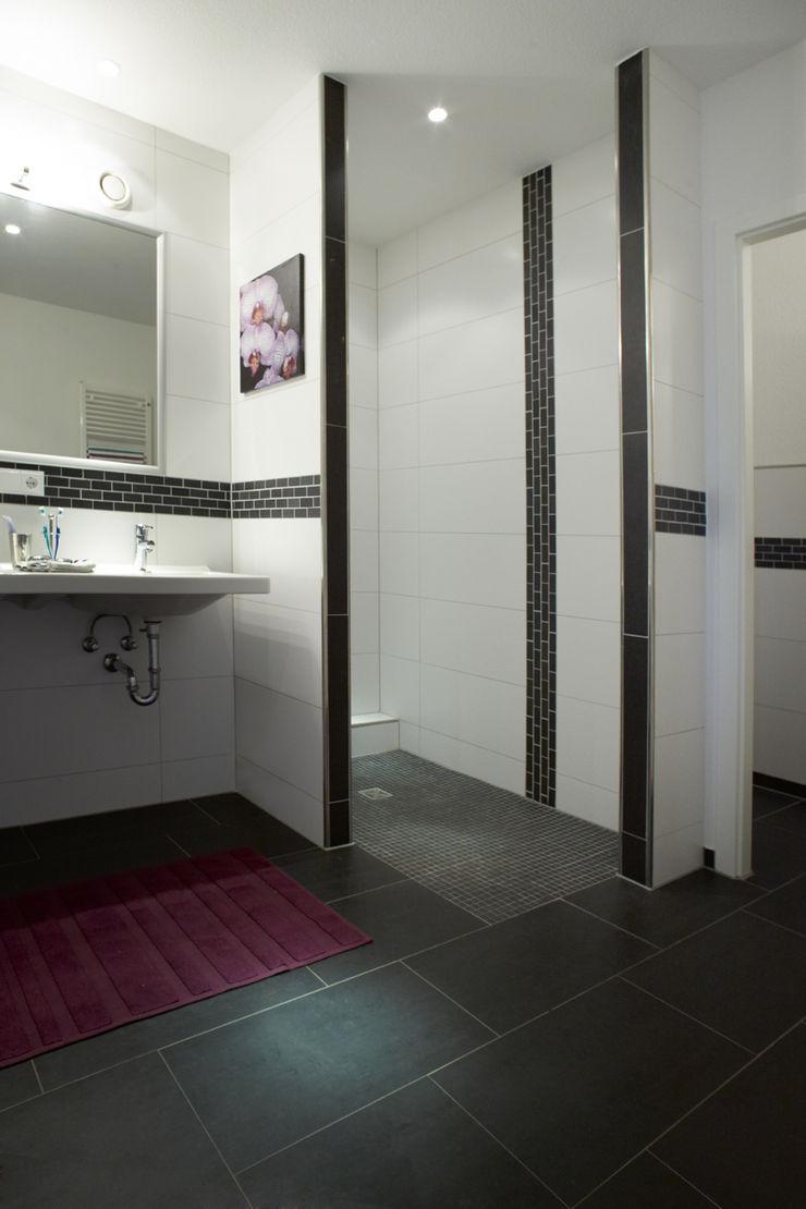 Traumhaus das Original - Dirk van Hoek GmbH BañosBañeras y duchas