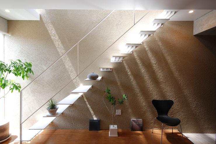 homify Коридор, прихожая и лестница в модерн стиле