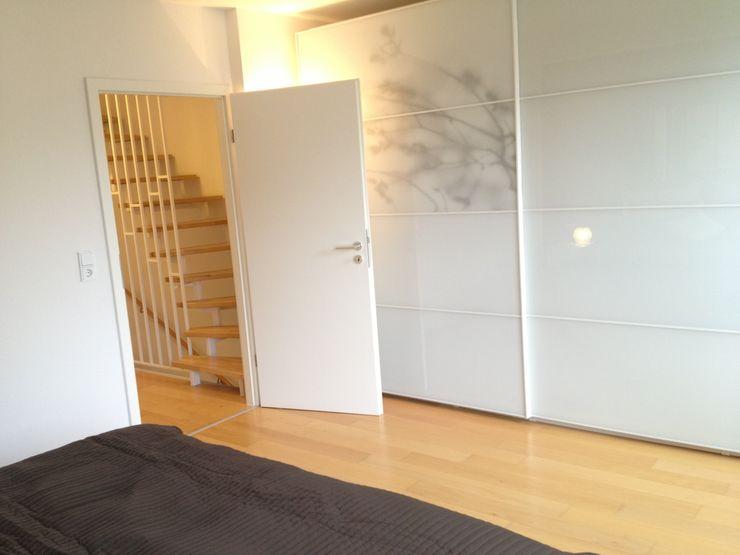 Traumhaus das Original - Dirk van Hoek GmbH Vestíbulos, pasillos y escalerasEscaleras