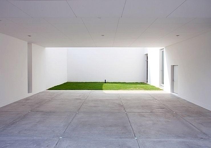 コートハウス 中島健アトリエ 一級建築士事務所 モダンデザインの ガレージ・物置