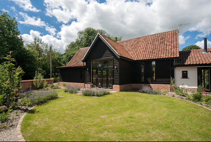 Rear Garden Beech Architects Casas rurales