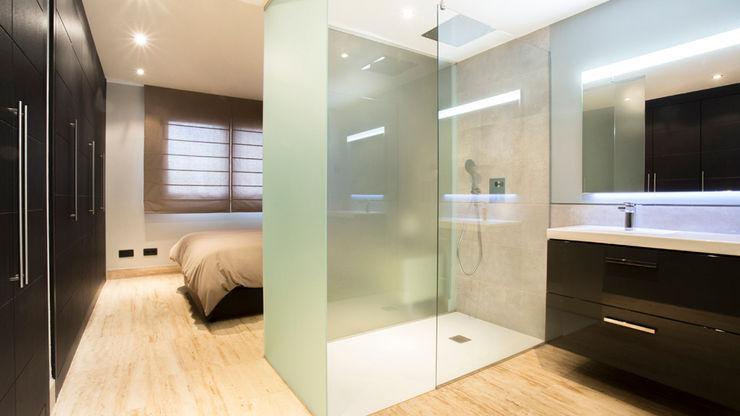 Empresa constructora en Madrid Minimalist style bathrooms