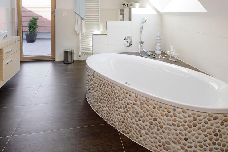 Wohnhaus W. in Nüdlingen Achtergarde + Welzel Architektur + Interior Design Badezimmer im Landhausstil