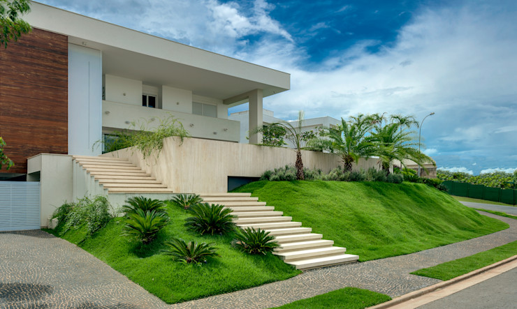 Larissa Maffra Minimalist style garden